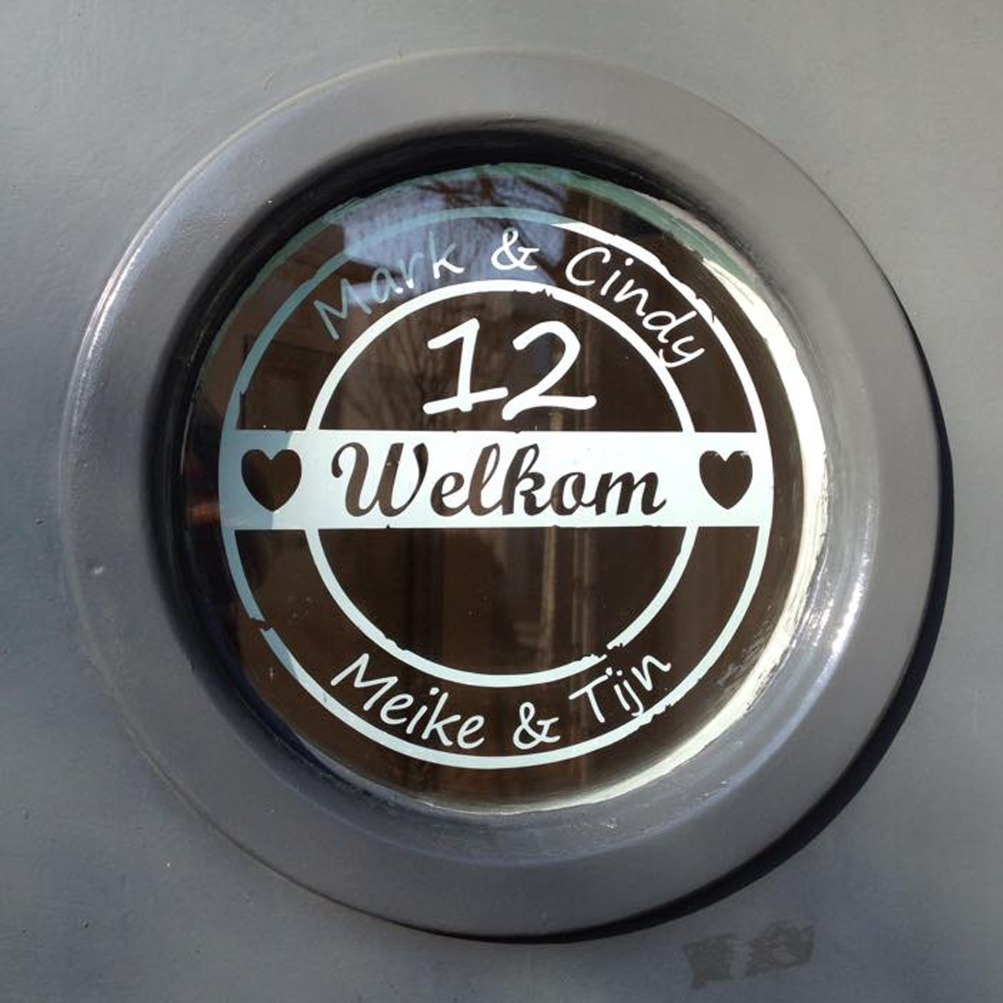 Top Voordeursticker met namen en huisnummer - Lieve Labels.nl ID51